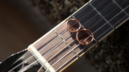 maravilhoso : Wedding rings on guitar strings Stock Footage