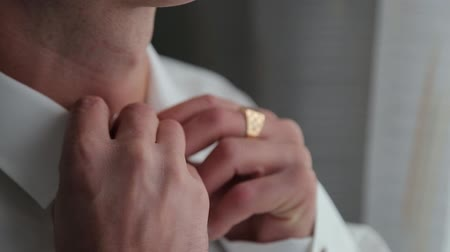 smokin : Handsome stylish man dressed in modern formal clothes buttoning jacket. Close up of hands of guy in blue jacket, white shirt. Person ready for wedding celebration, graduation or business meeting. Stok Video