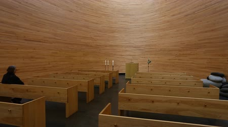 Финляндия : Helsinki, Finland - September, 10, 2017: Chapel of Silence (Kampin kappeli in finnish) is located in a corner of the Narinkkatori square in Helsinki Стоковые видеозаписи