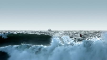 moře : Telephoto shot of a medium sized boat coming toward port in rough seas.-