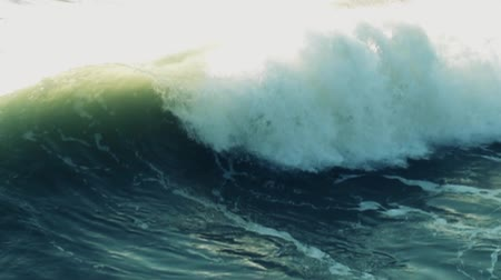 anahtar kelimeler : Real slow motion shot at 120fps. Wave passing by.-