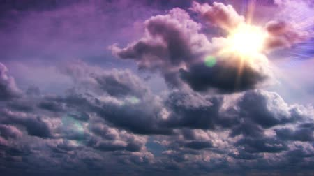 iluminado pelo sol : Beautiful timelapse clouds in sky with sun glowing and rays. Shot on  HD 1080.-
