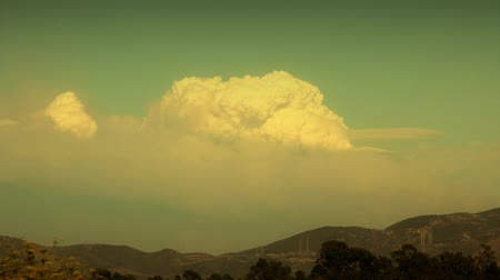 égés : Time-lapse of the pyrocumulus cloud from the