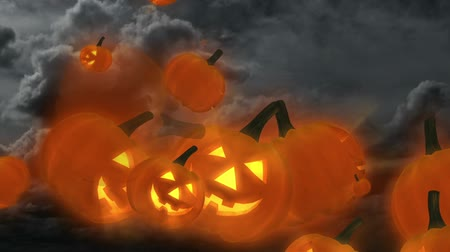 dia das bruxas : Smiling jack-o-lanterns flying from a cloudy sky with lightning. Seamless looping video animation. Vídeos