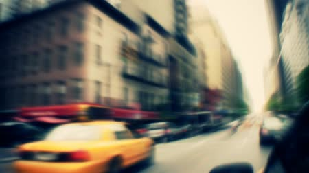 ingázó : Shot from a taxi driving down busy New York City street. Contains no logos or trademarks. Shot on HD 1080p. 30FPS.-