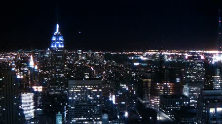 ночная жизнь : New York City skyline at night. Shot on HD 1080.-