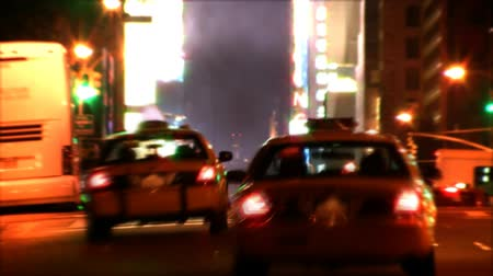 ночная жизнь : Traffic going by on busy New York City street. Contains no logos or trademarks. Shot on HD 1080p. 30FPS.-