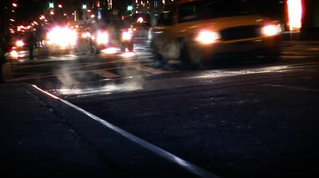 bulanık : Traffic going by on busy New York City street. Contains no logos or trademarks. Shot on HD 1080p. 30FPS.-