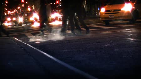 popisný : Traffic going by on busy New York City street. Contains no logos or trademarks. Shot on HD 1080p. 30FPS.-