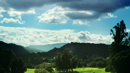 golf sahası : Timelapse shot of a golf course and countryside with clouds in sky. Shot on 1080p HD. Smooth, no stutter.