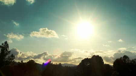 natura : Timelapse shot of countryside with clouds in sky. Shot on Canon. Smooth, no stutter.