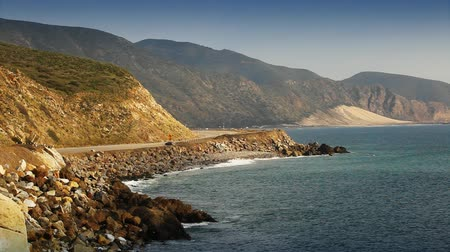 Калифорния : Scenic shot of the Southern California coast in north Malibu. Shot on HD 1080.-