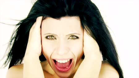 испуг : Woman yelling in studio making crazy faces and expression