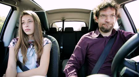 gritante : Unhappy daughter angry with father driving