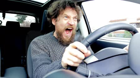 řidič : Man screaming scared of getting into car accident while driving slow motion