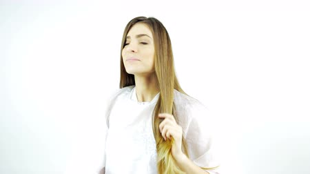 hajápoló : Beautiful woman touching long silky hair after haircut and style isolated Stock mozgókép