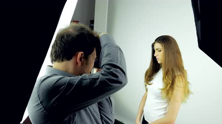 oturum : Backstage of photo session in studio with female model and photographer