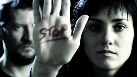 насилие : Concept of stop to violence on women with woman and man closeup