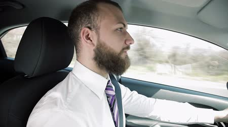 kierowca : Business man getting angry in traffic in city Wideo