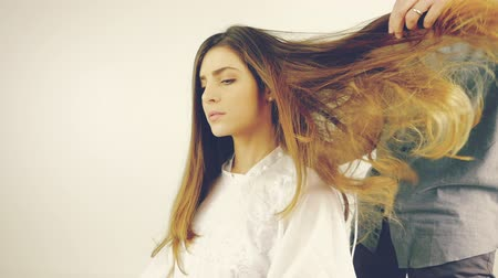 сухой : Coiffure blowing long hair after haircut retro style slow motion