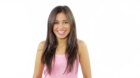 latino americana : Cute hispanic woman smiling nice expression isolated Vídeos