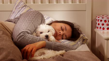 пижама : Little puppy dog ??falling asleep in bed