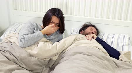 gorączka : Couple in bed sick with strong allergy in spring closeup
