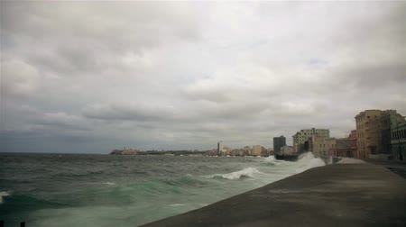 kuba : Tropical storm from the Malecon in La havana, Cuba