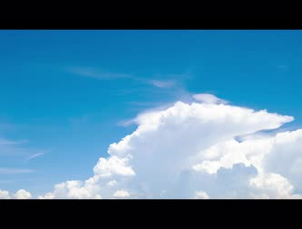 stratosfer : Time lapse of blue sky and white cumulus clouds abstract background. Cloudy sky. Blue sky and fluffy white clouds on sunny day. Nature weather. Bright day sky for happy day background. Stok Video