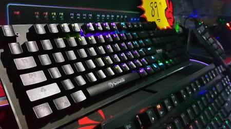 aydınlatmalı : KUALA LUMPUR, MALAYSIA - OCTOBER 26, 2019: Back lighted computer gaming keyboard with versatile color schemes on display at the computer shop