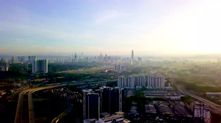 malajsie : 4k UHD footage of traffics and building in Kuala Lumpur, Malaysia during morning hours