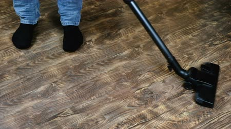 носок : Man vacuuming vacuum cleaner laminate. Video slow-mo