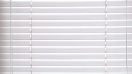 redőnyök : Blinds of white color texture on the window.