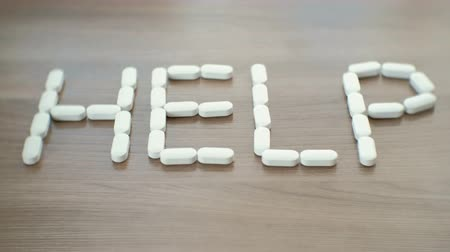 aspiryna : word - help consists of pills on the table. Wideo