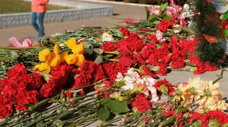 коммунизм : Flowers placed at a monument for victory day of World war.