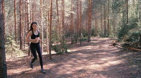 letecký : Woman in sportswear is Jogging in the Park. Slow motion.