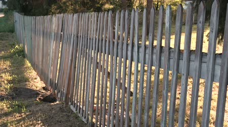 subdivisão : Wooden fence on the farm.