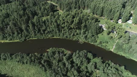 casa de campo : Aerial beautiful view of the river and village among the forest. Vídeos