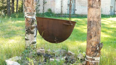 asma : Cauldron, pot for cooking hanging on chains over the fire.