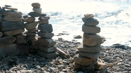 kırılganlık : Stone towers on the seashore. Waves on the rocks beach. Stok Video