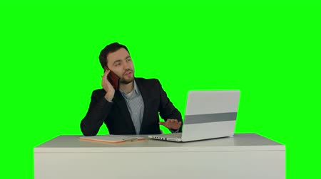 klucz : Young business man speaking on the phone in office. on a Green Screen, Chroma Key. Professional shot on BMCC RAW with high dynamic range. You can use it e.g in your commercial video, business video, office theme.