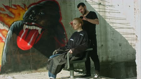corte de cabelo : A hairdresser making a haircut for a blonde girl. Professional shot on BMCC RAW with high dynamic range. You can use it e.g in your commercial video, hair salon presentation, music video. Vídeos