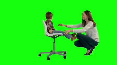 vysoká klíč : Mother and boy play game on a Green Screen, Chroma Key. Professional shot on BMCC RAW with high dynamic range. You can use it e.g in your commercial video, family video, music video. Dostupné videozáznamy
