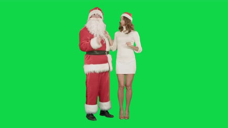 dans : Santa Claus with excited pinup dancing woman on a Green Screen, Chroma Key. Professional shot on BMCC RAW with high dynamic range. You can use it e.g in your commercial video, christmas holiday video, santa claus theme, dance party. Stok Video