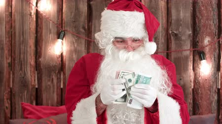 záradék : Santa Claus counting his money and showing money disappearing trick Stock mozgókép