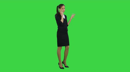 frustração : Skeptical and unhappy young woman talking on mobile phone on a Green Screen, Chroma Key Stock Footage