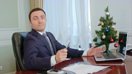 ameaça : Young businessman threatens invisible opponent and want to throw ball pen in joke, but it is Christmas time