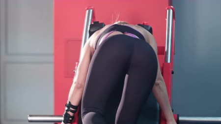ass skin : Sexy girl butt workout in the gym