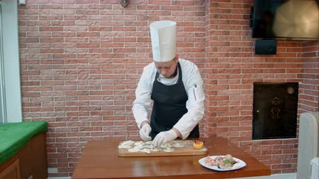 равиоли : Step by step process of making dumplings, ravioli or pelmeni with seafood filling