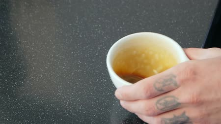 travessura : Barista hands holding small cups for espresso Vídeos